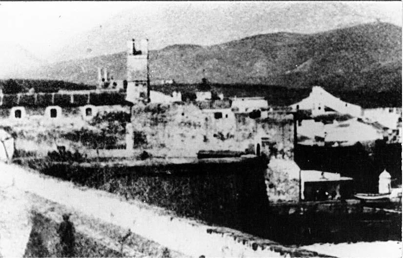 Baluarte de San Sebastián, con el de San Juan de Dios y su torre en segundo plano, a finales del siglo XIX.