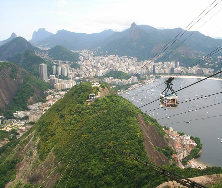 Vista do Pão de Açúcar com enseada de Botafogo, Cristo Redentor e Pedra da Gávea ao fundo