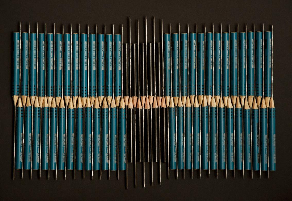 Lin Lima, linha crua, 2016, lápis esculpidos sobre papel, 24,5 x 35cm