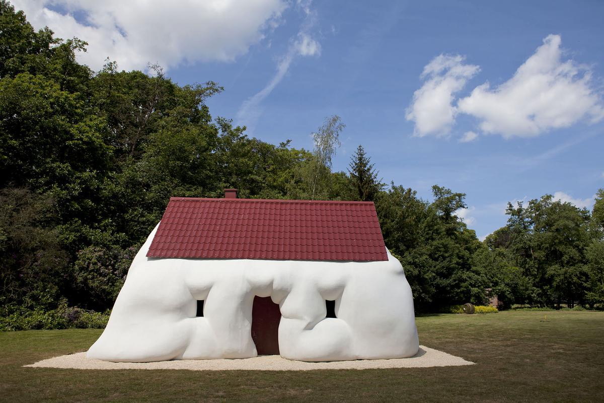 Casa gorda, de 2003, pesa duas toneladas e integra a mostra no Brasil - Foto Jesse Willemsen/Divulgação