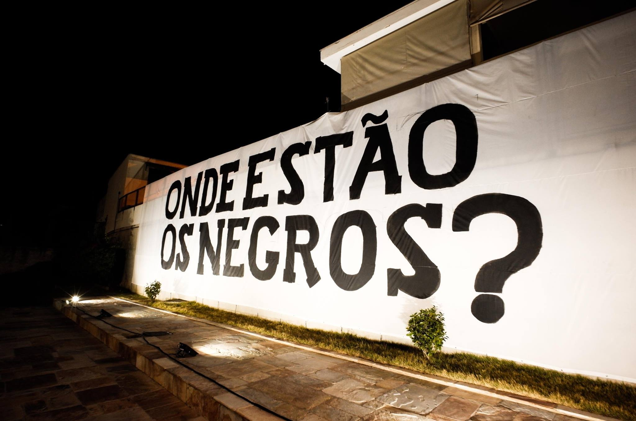 O coletivo Frente 3 de Fevereiro participa da mostra que traz a discussão de temas brasileiros
