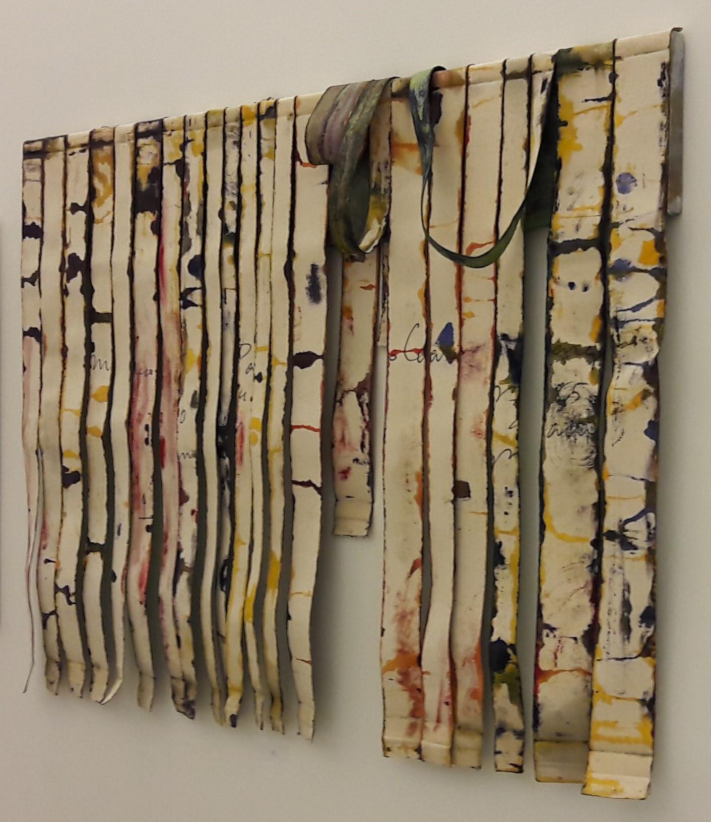 O artista sai do tamanho convencional das telas para criar novos formatos para a pintura