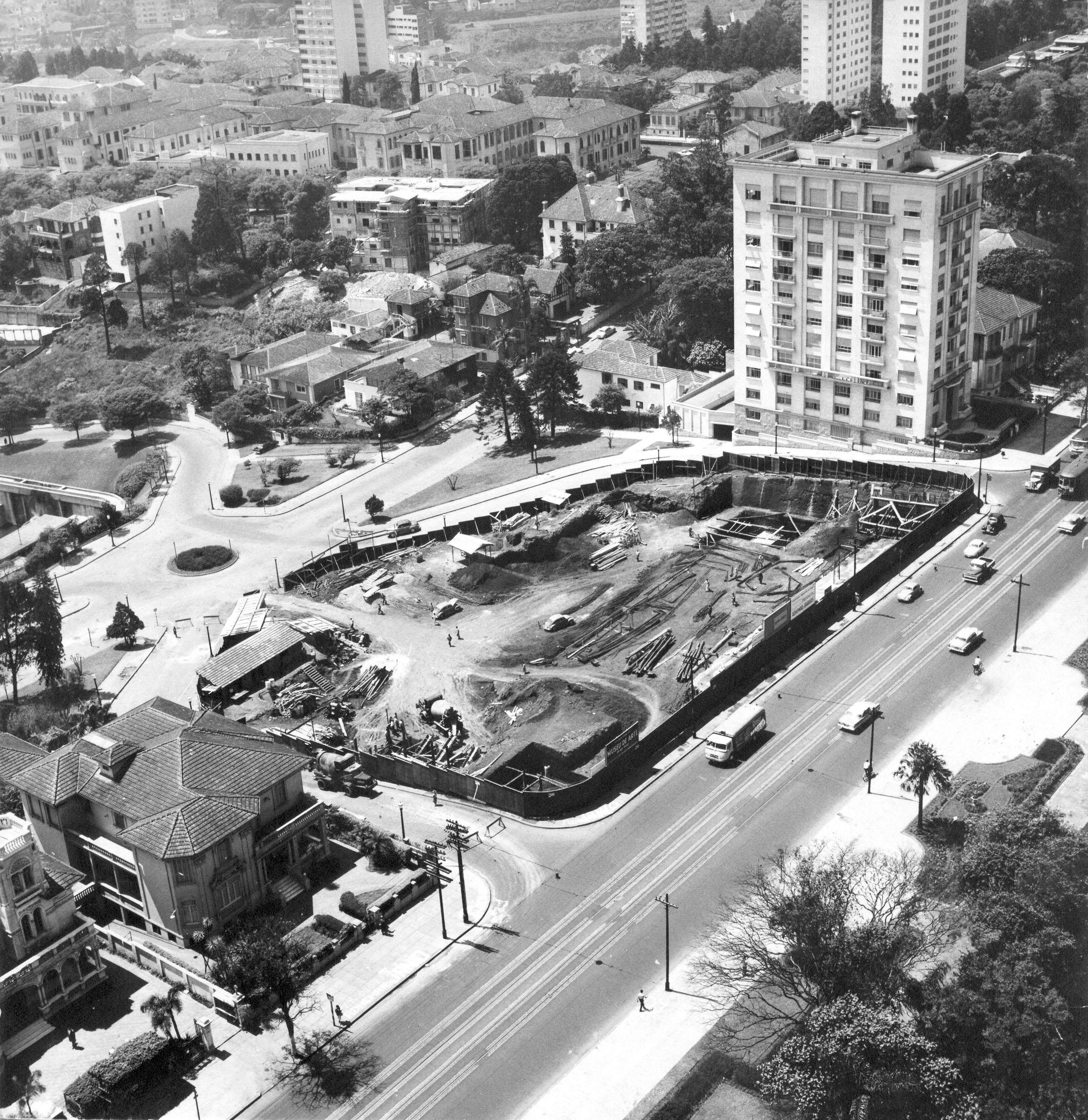 Início das obras, para construção do prédio na avenida paulista, em 1950