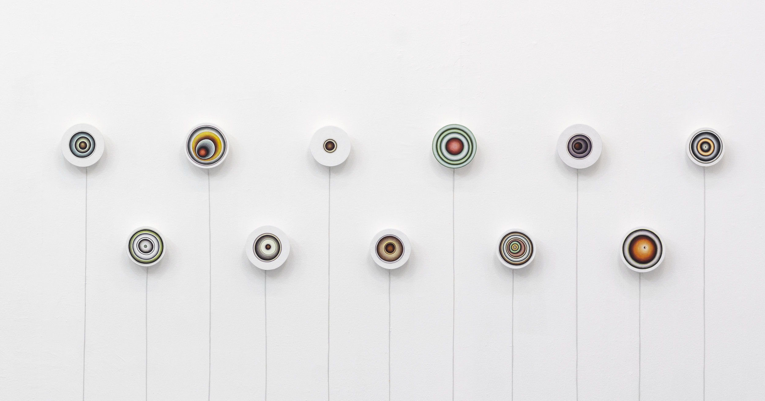 Adriana Maciel, série Rotor, 2017, acrílica sobre madeira, 20,4 x 0,7 cm