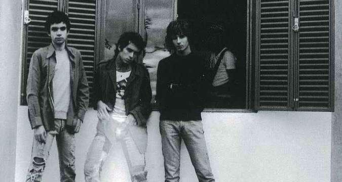 Em 1978, em Brasília, Renato Russo integrou a banda Aborto Elétrico com seus irmãos Fê e Flávio Lemos