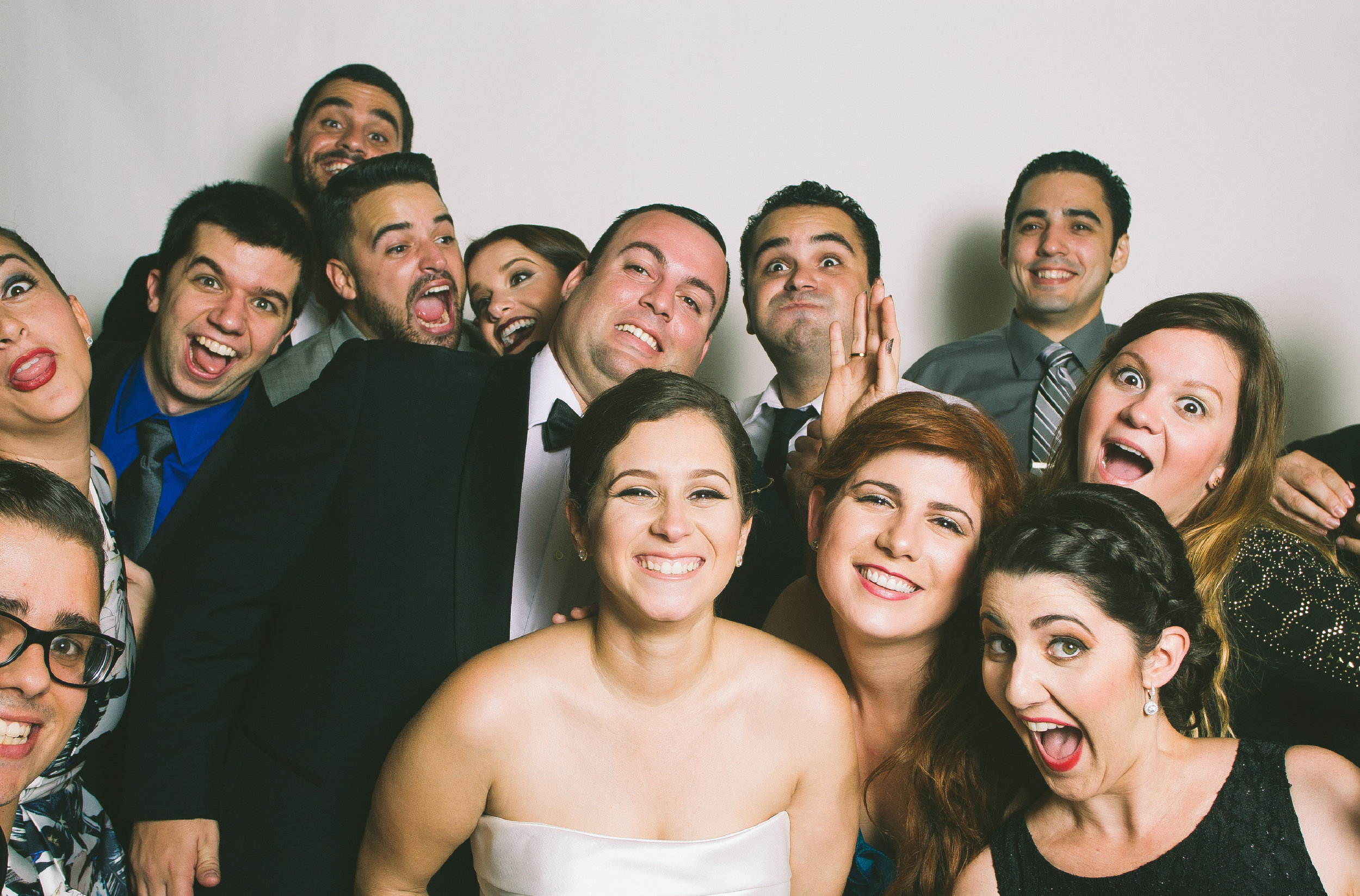 Marelys + Oscar Wedding Wackybooth Photobooth.jpg