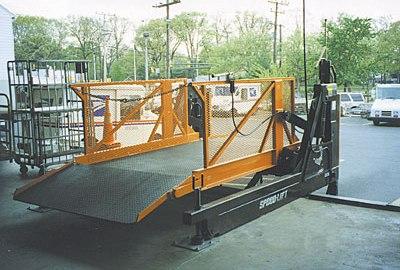 USPS - frame beyond dock model-off-loading end.jpg