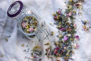 rose-lavender-red-clover-tea-to-sleep-relax.jpg