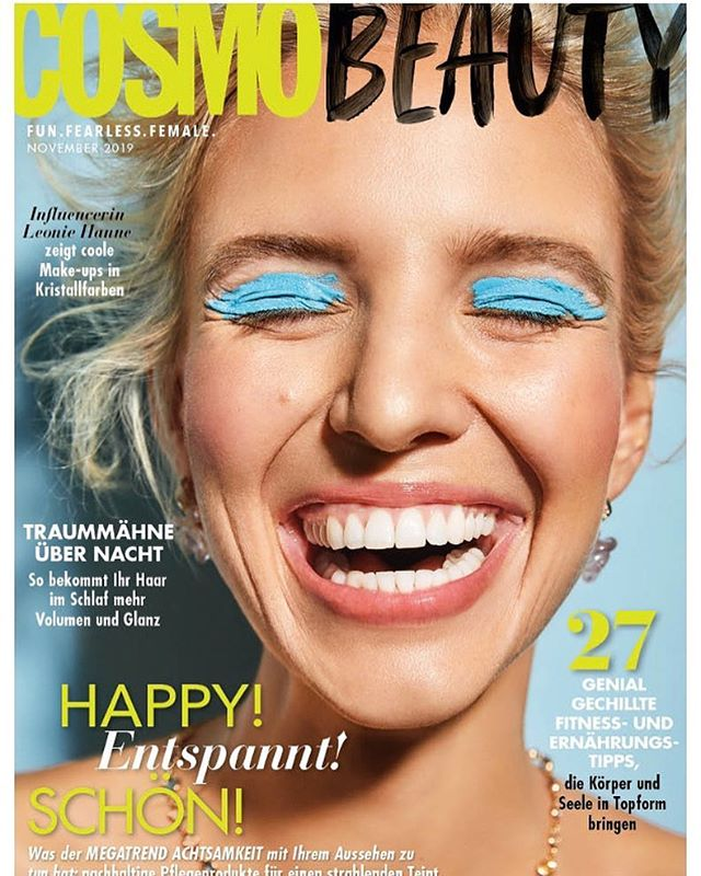IT'S FINALLY OUT ! My first cover for  @cosmopolitan_de and I'm over the moon! Thank you so much team! It was such a great experience working with all of you! Thank you to @Shiseido to give me this beautiful opportunity and trust in me. I'm so honored for this opportunity 🙌🏻. Photographer: @tillbeckercom  Stylist: @adelaidacuebaer  Makeup by me! #glowbcn  Hairstylist: @helgebranscheidt using @labiosthetiqueparis  Model: @leoniehanne ( ⠀ ) ( ⠀ ) #beautyeditorial #production #beauty #smile #blue #blueeyeshadow #itsacover #cover #beautycover #cosmopolitan #makeup #makeupartist #makeupeditorial