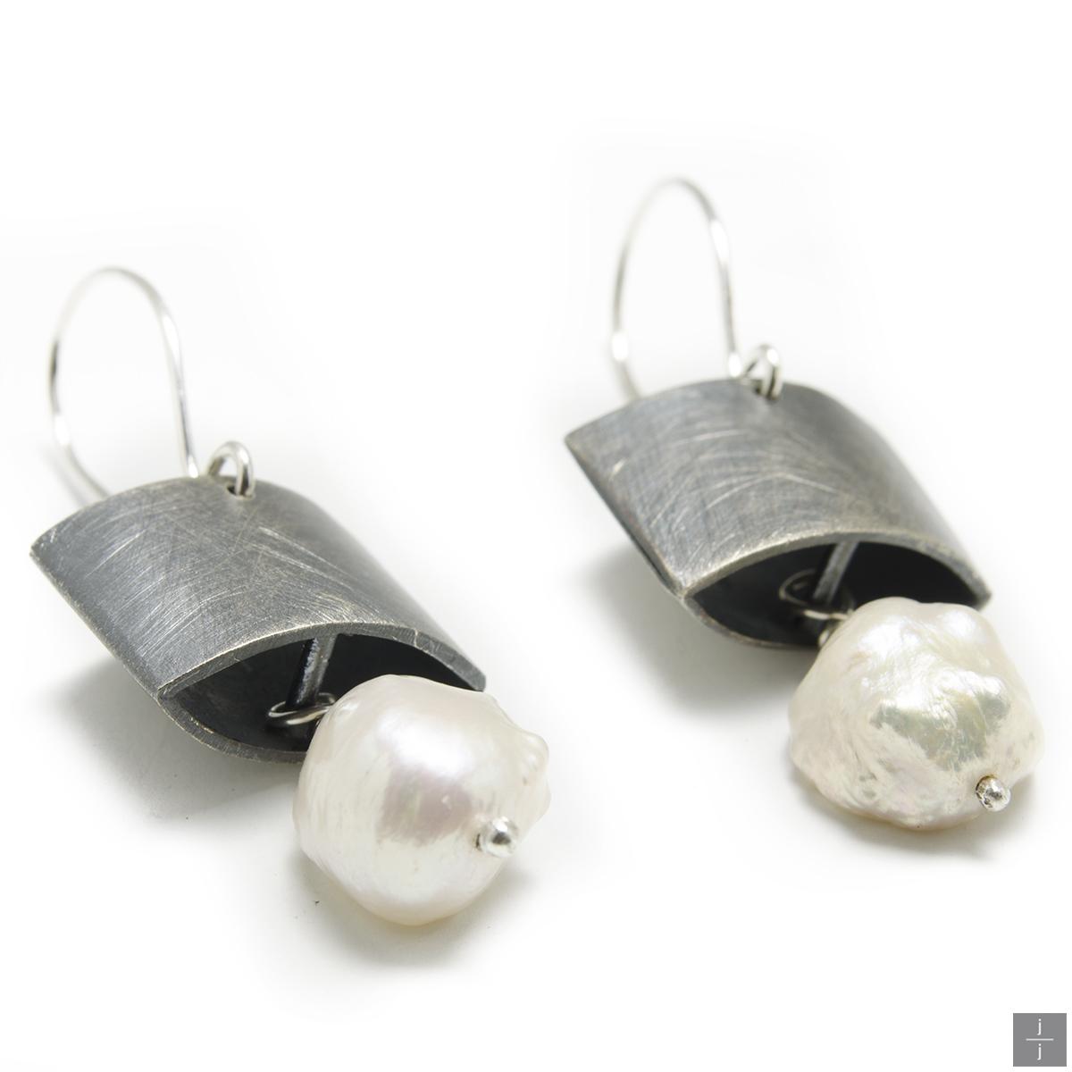 Jackie Pearl Earring.jpg