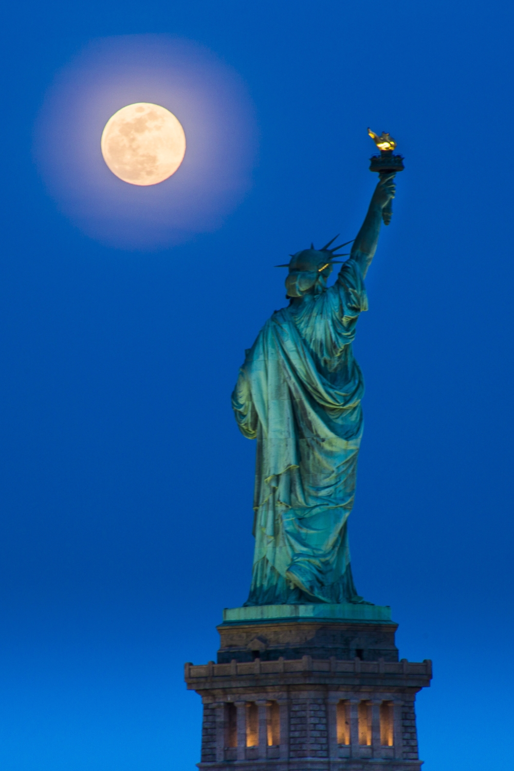 Moonrise_Statue_print (2 of 2).jpg