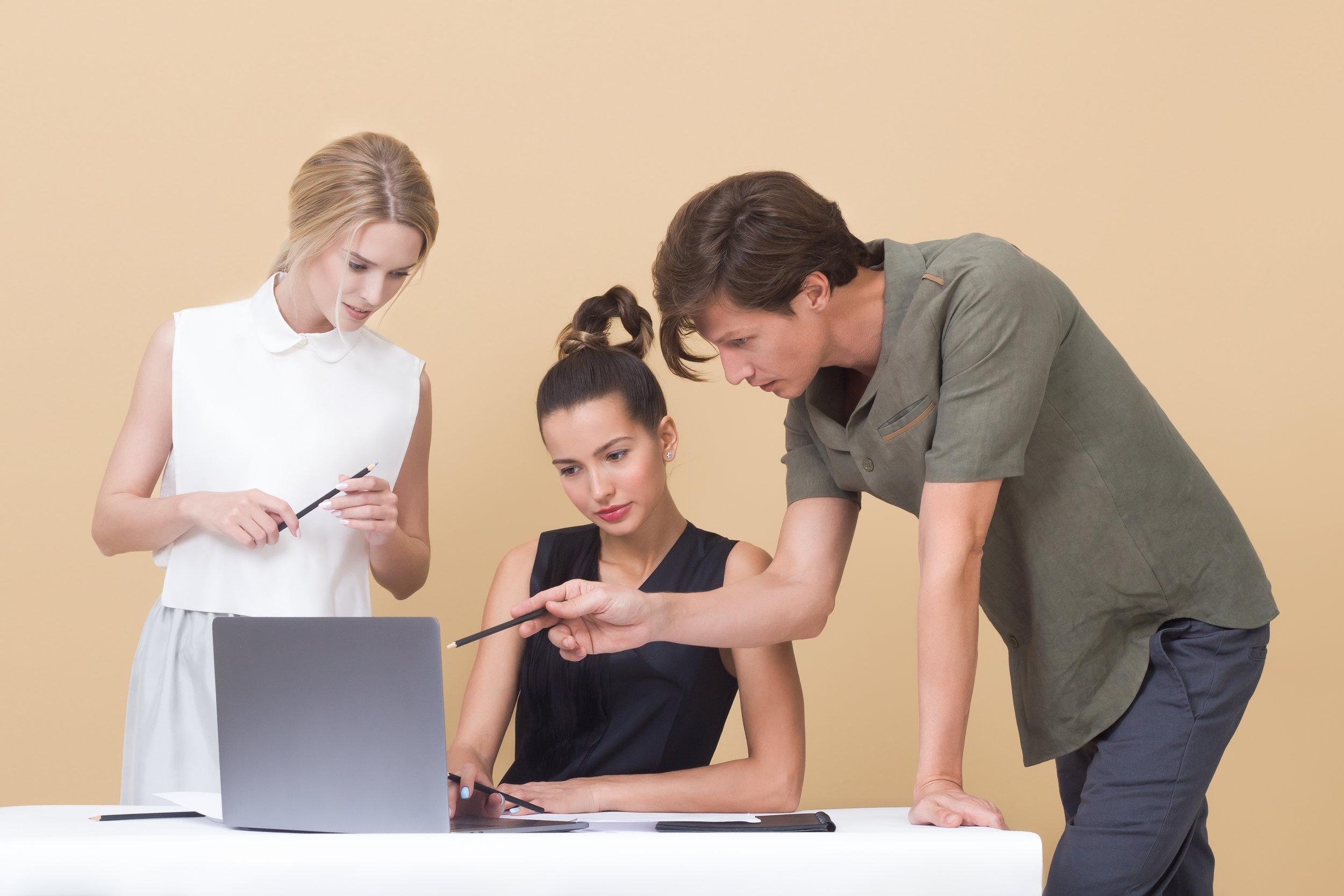 La mejor manera para potenciar la innovación en una organización es motivando a la participación de todo el personal en la empresa.