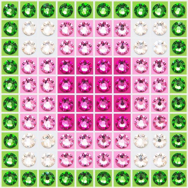 Madras Plaid Pink (very close-up) Photo by @goneserious . . . #geometric #geometricart #mixedmediaart #collage #crystalart #crystalcollage #crystalmosaic #Swarovski #Swarovskicrystals #Swarovskiart #Swarovskimosaic #gridart #geometric #geometricart #mixedmediaart #gridart #plaid #textilepattern #madrasplaid #plaidart #PrintedBySkinkInk