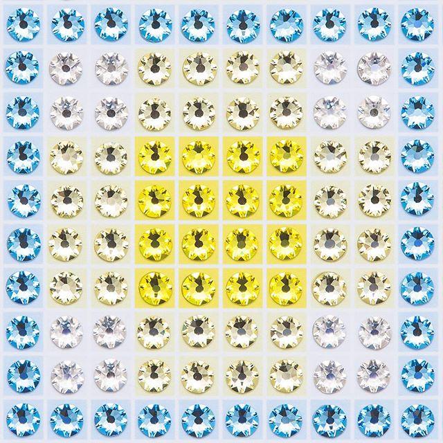 Madras Plaid Lemon Yellow (very close-up) Photo by @goneserious . . . #geometric #geometricart #mixedmediaart #collage #crystalart #crystalcollage #crystalmosaic #Swarovski #Swarovskicrystals #Swarovskiart #Swarovskimosaic #gridart #geometric #geometricart #mixedmediaart #gridart #plaid #textilepattern #madrasplaid #plaidart #PrintedBySkinkInk