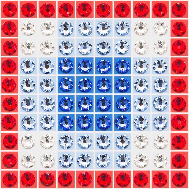 Madras Plaid Blue (very close-up) Photo by @goneserious . . . #geometric #geometricart #mixedmediaart #collage #crystalart #crystalcollage #crystalmosaic #Swarovski #Swarovskicrystals #Swarovskiart #Swarovskimosaic #gridart #geometric #geometricart #mixedmediaart #gridart #plaid #textilepattern #madrasplaid #plaidart #PrintedBySkinkInk