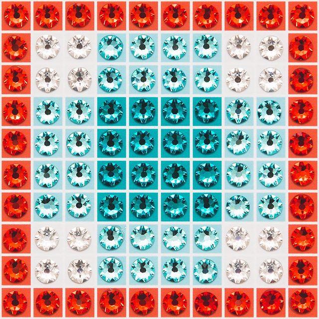 Madras Plaid Teal (very close-up) Photo by @goneserious . . . #geometric #geometricart #mixedmediaart #collage #crystalart #crystalcollage #crystalmosaic #Swarovski #Swarovskicrystals #Swarovskiart #Swarovskimosaic #gridart #geometric #geometricart #mixedmediaart #gridart #plaid #textilepattern #madrasplaid #plaidart #PrintedBySkinkInk