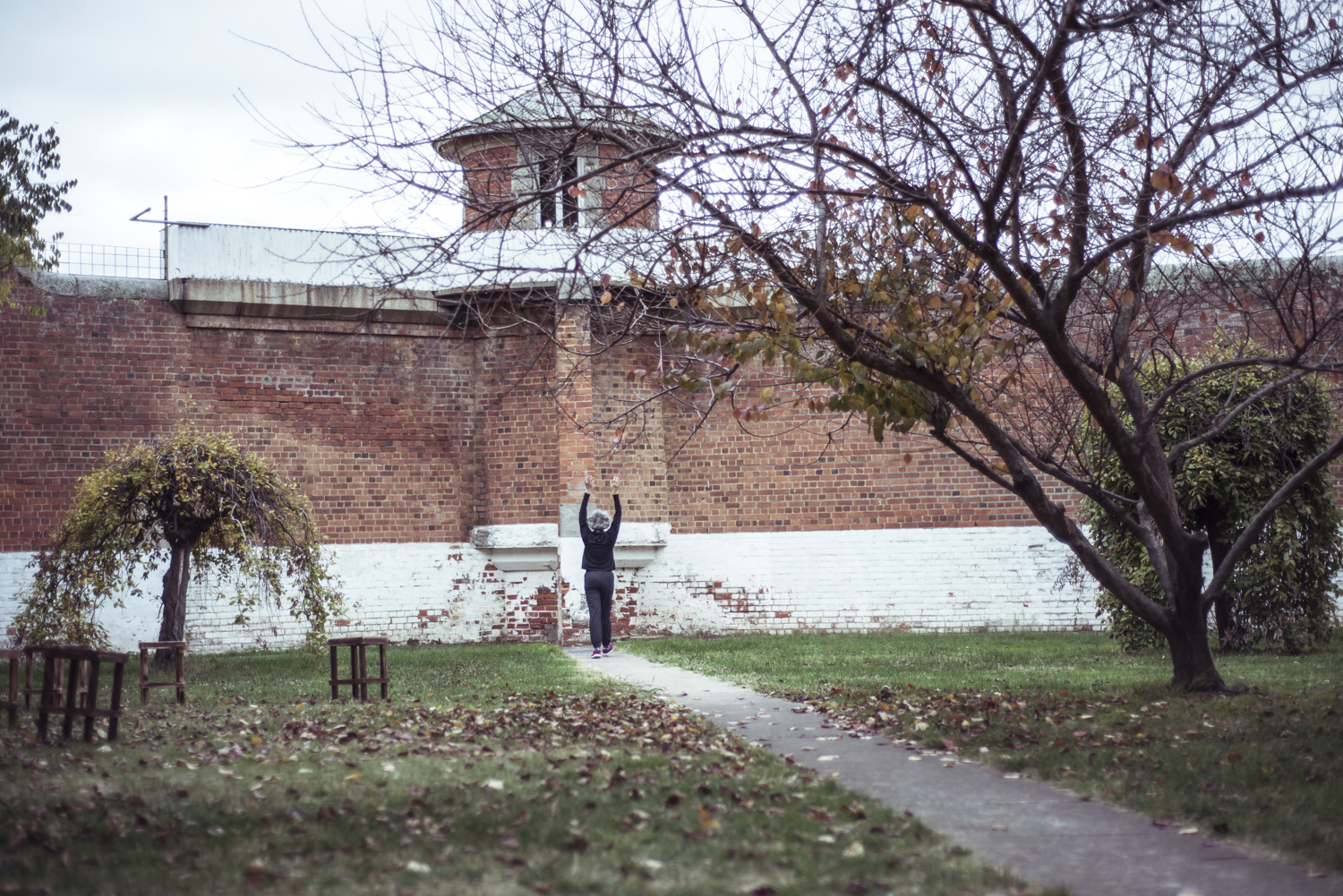 Dust to Dust, Castlemaine Gaol, Dja Dja Wurrung, 19 May 2018. Experimentation and conversation, with Shelley Lasica. Photo by Pippa Samaya.