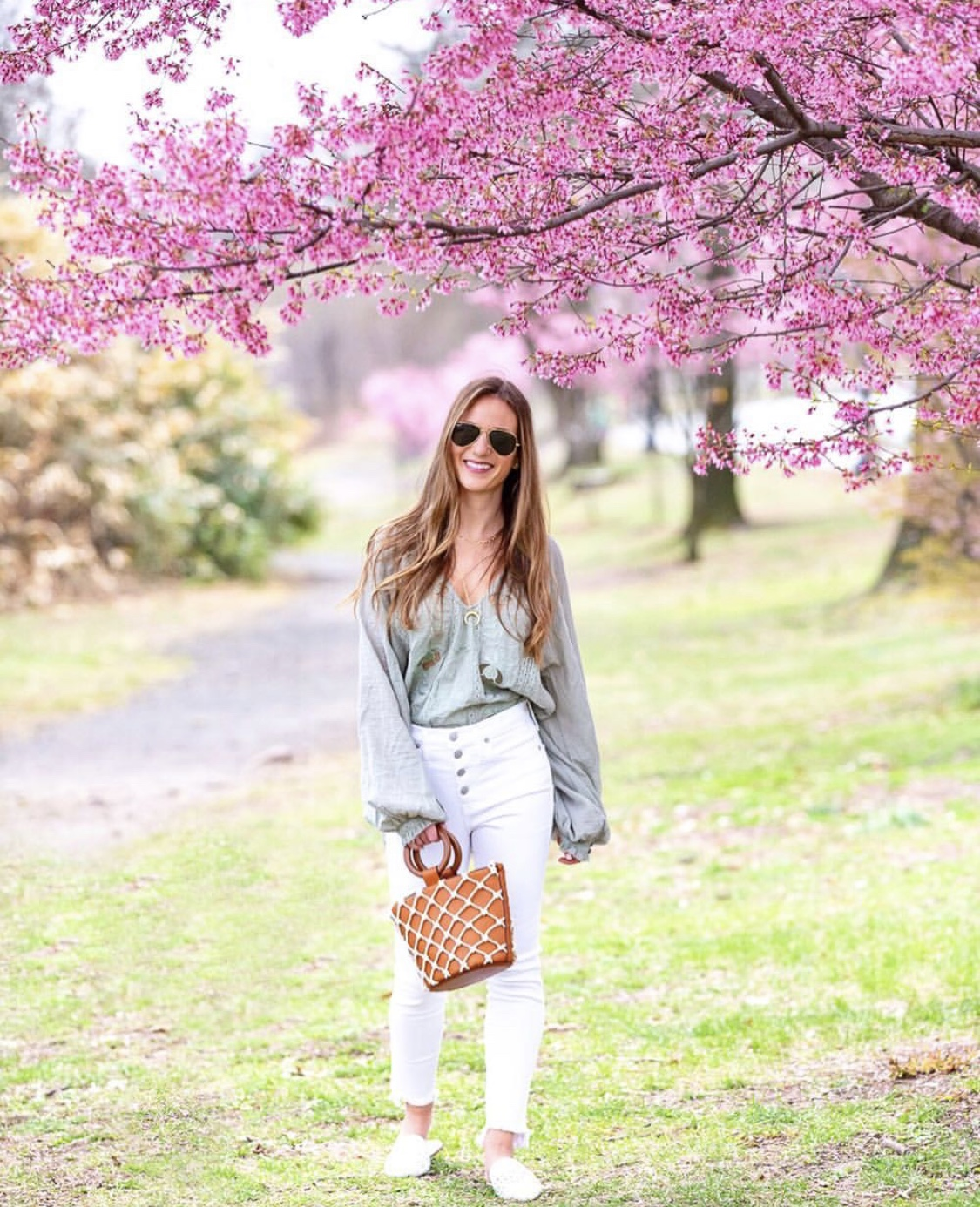 Top,       Jeans,       Shoes   ,    Sunglasses,     Bag,       Necklace