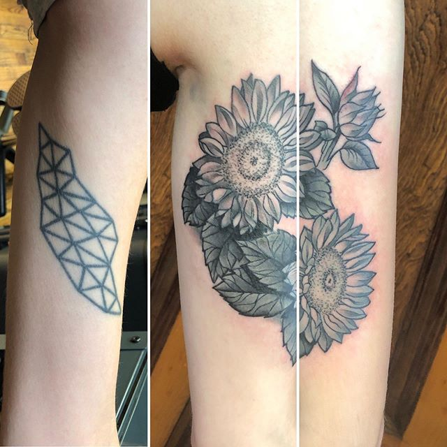 Before and after with this super fun botanical inner arm coverup challenge! Thank you, from the bottom of this lil heart, for your trust! 💕👏🏽💕 created @pmatattoopgh