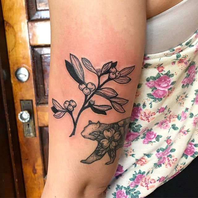 Almost matching mistletoe tattoos for these awesome ladies! Thank you so much for your trust with these super fun botanical tattoos 🌱 💕 @pmatattoopgh