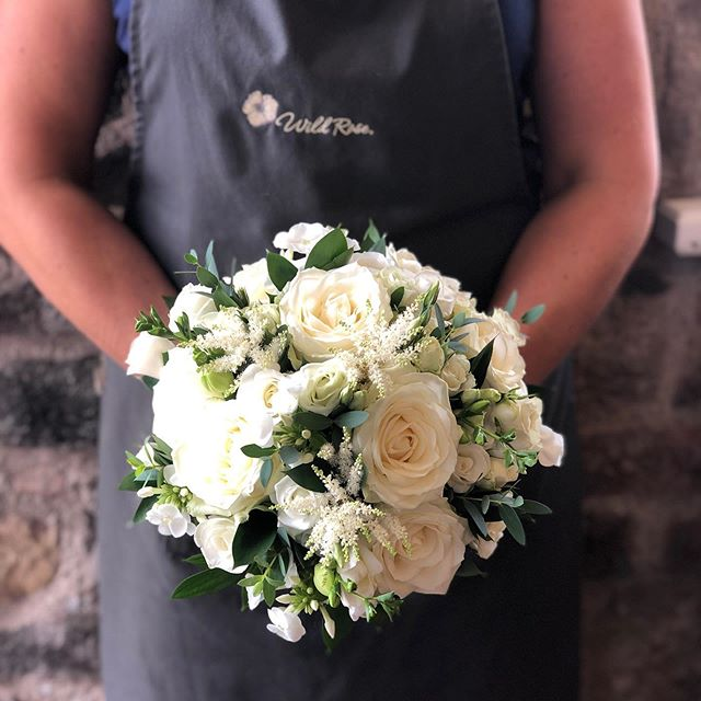 Happy Sunday... there's something about a classic white & green bouquet ... simplicity & elegance! #bridalflowers #classicstyle #whiteandgreenwedding #scottishflorist #weddingflowers #simplicity #wildroseflowerskilmacolm