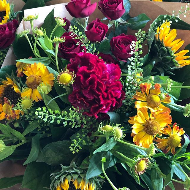They're back... for this week...our wee Friday posies... a mix of summery sunflowers & autumnal celosia...available to collect from the shop ... until they sell out!! #weeposies #weeposyfriday #friyayflowers #fridayflowers #sunflowerbouquet #friyay #scottishflorist #wildroseflowerskilmacolm #kilmacolm