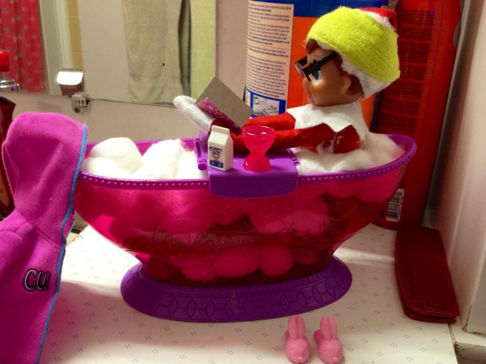 cute-elf-in-bath-tub.jpg