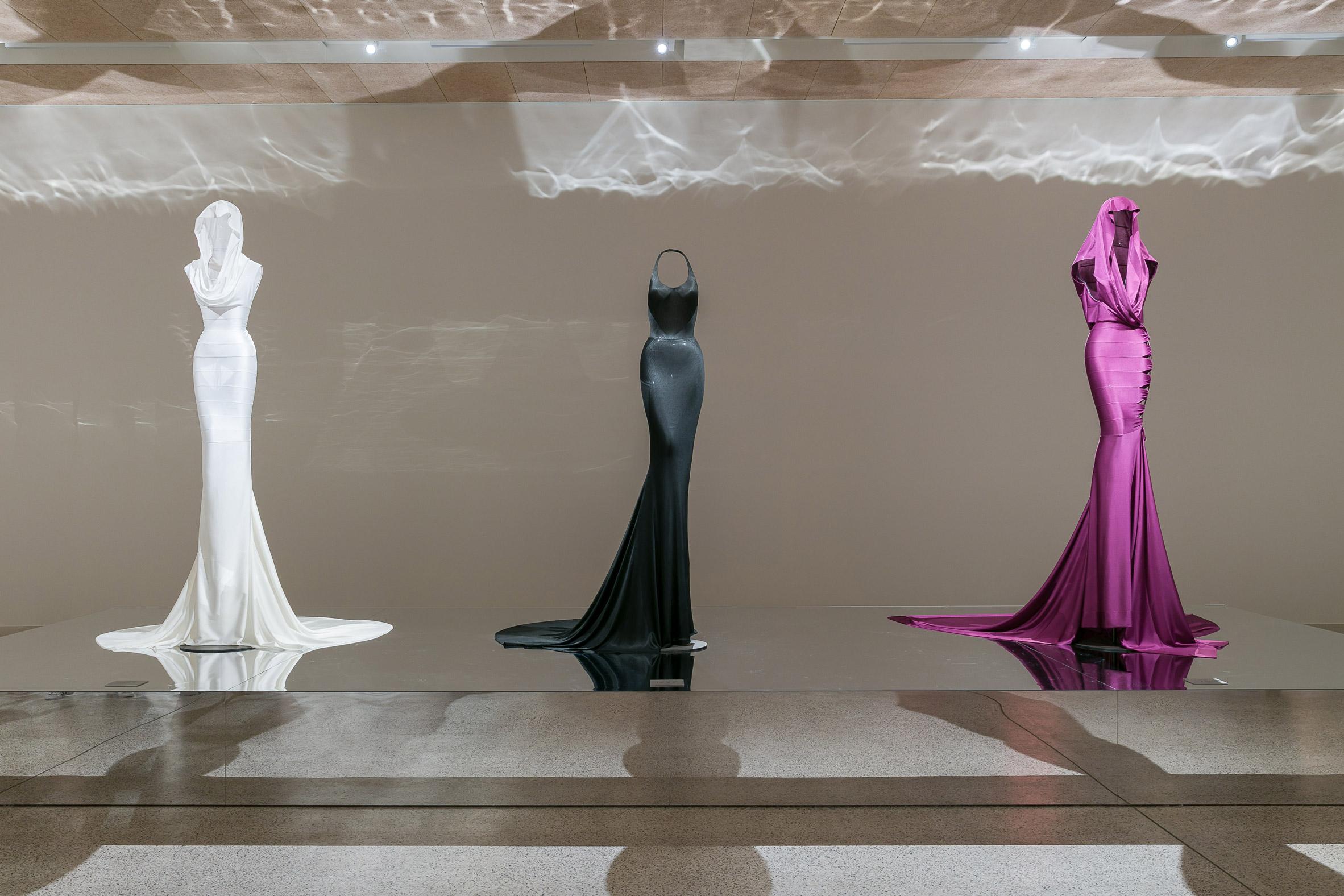 azzedine-alaia-fashion-exhibition-design_dezeen_2364_col_0.jpg