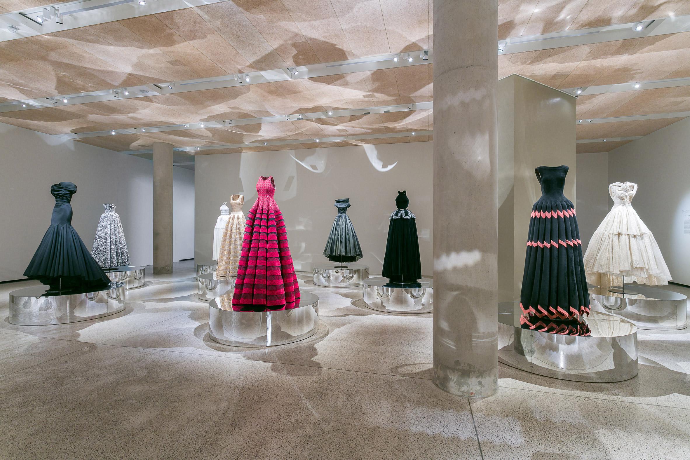 azzedine-alaia-fashion-exhibition-design_dezeen_2364_col_6.jpg