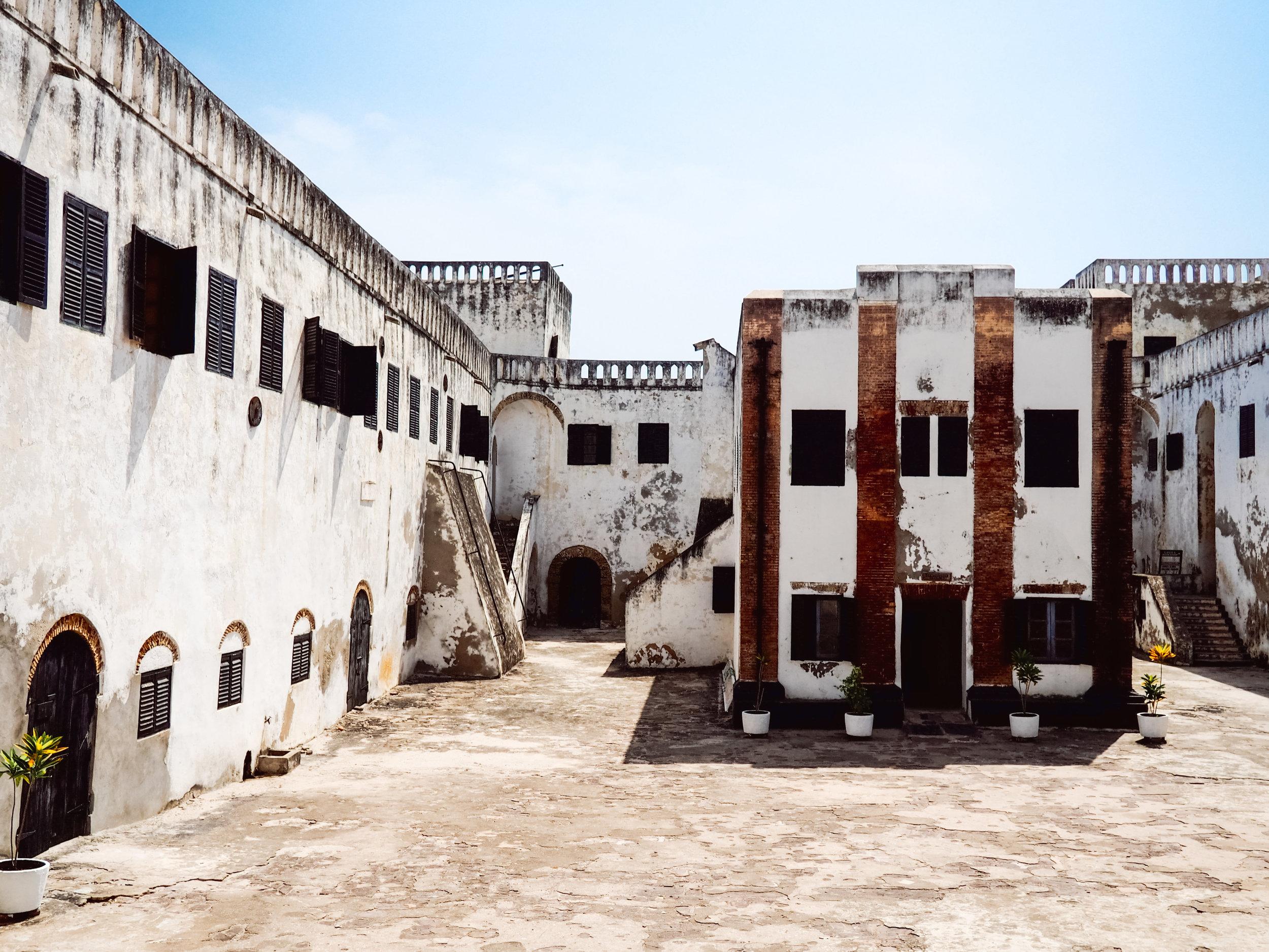 Glavno dvorište i nekadašnja crkva, Elmina Slave Castle
