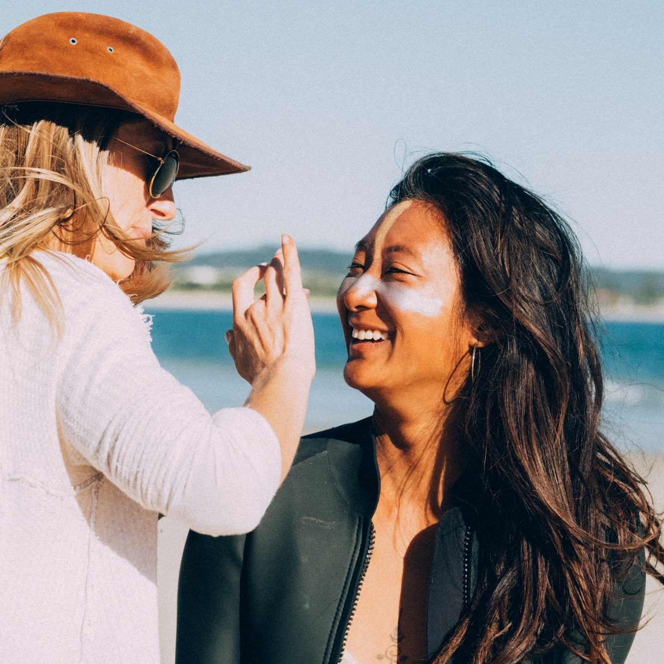PEOPLE OF THE EARTH - FOR THE BEST OF NUTRITIONAL SKINCARE, MADE WITH LOVE FROM BYRON BAY! SUNSCREEN AND SKINCARE THAT'S ALL ABOUT HEALTH, ETHICS, AND MOTHER EARTH.肌と環境に優しい日焼け止め♪
