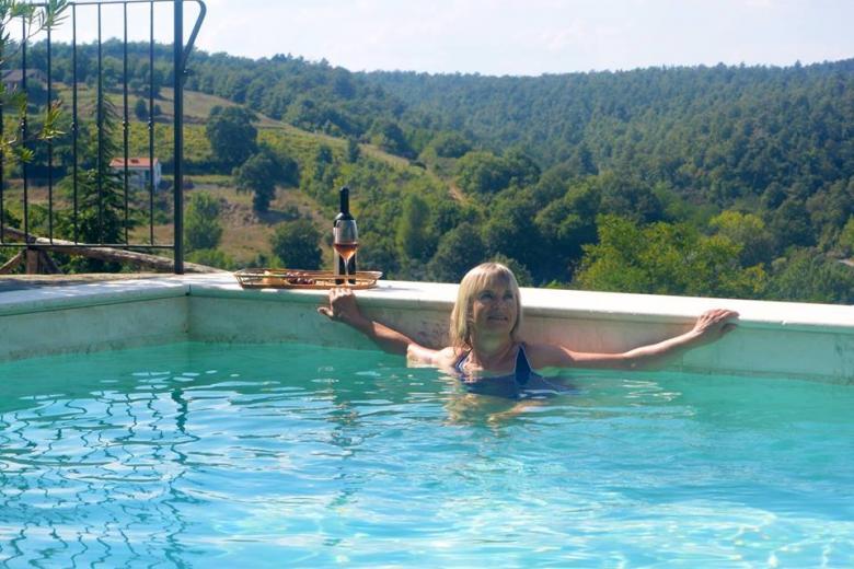 Sissel in the Pool with wine_0.jpg