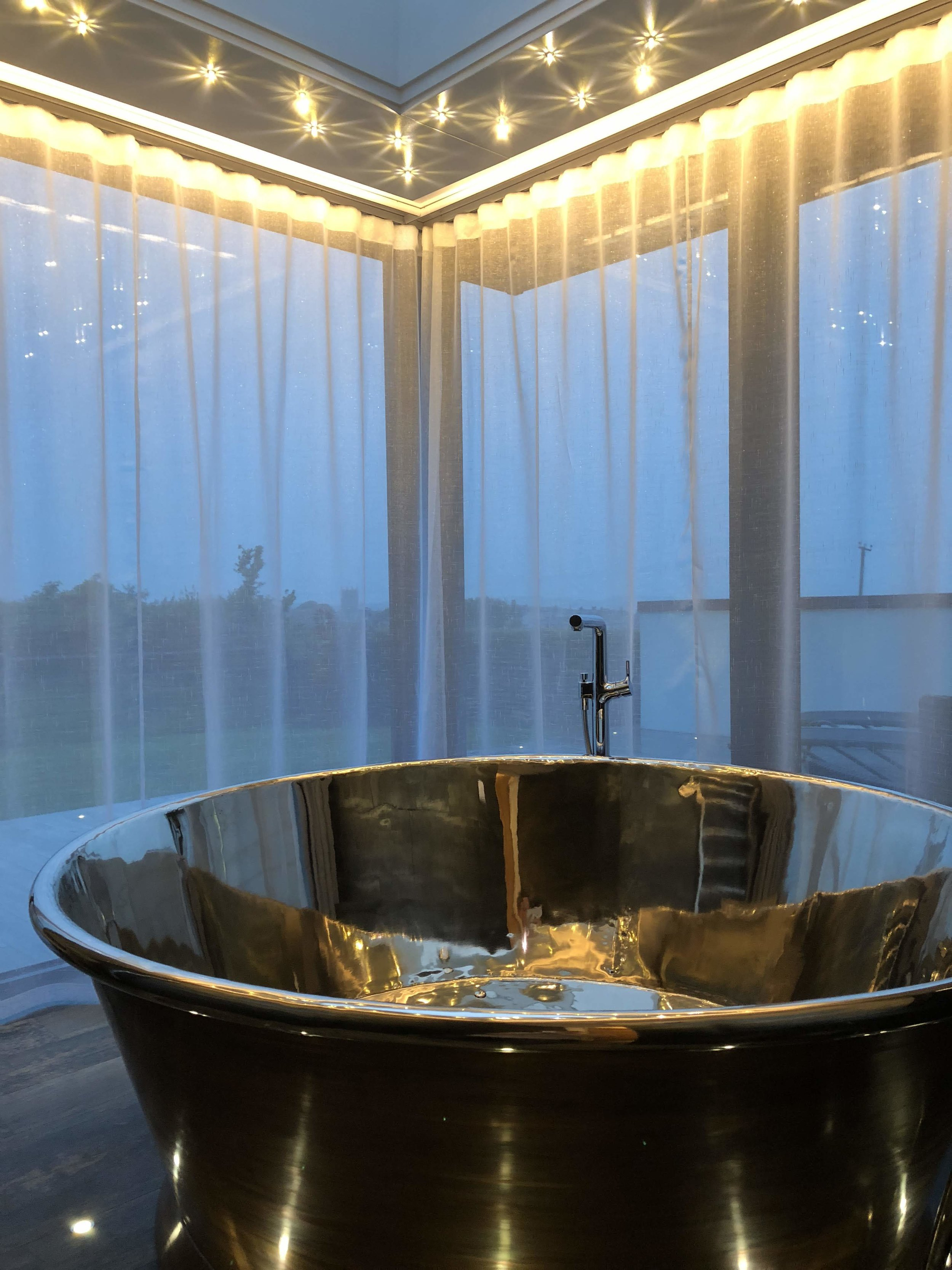 Why did we install Copper air-spa baths and not hot tubs? - There are some risks associated with hot tubs these are eliminated by installing baths that require fresh water for each use.Our air-spa baths give a similar feel to a hot tub and they do not require the use of chemicals.The biggest bath (and we'd say most similar to a hot tub) is the one in Sun Seeker.The round bath shown in the image is in Sundancer, the same size bath is also in Skyfall and Stargazey.Bijou, Silver Sea and Moonraker have bateau air-spa baths.