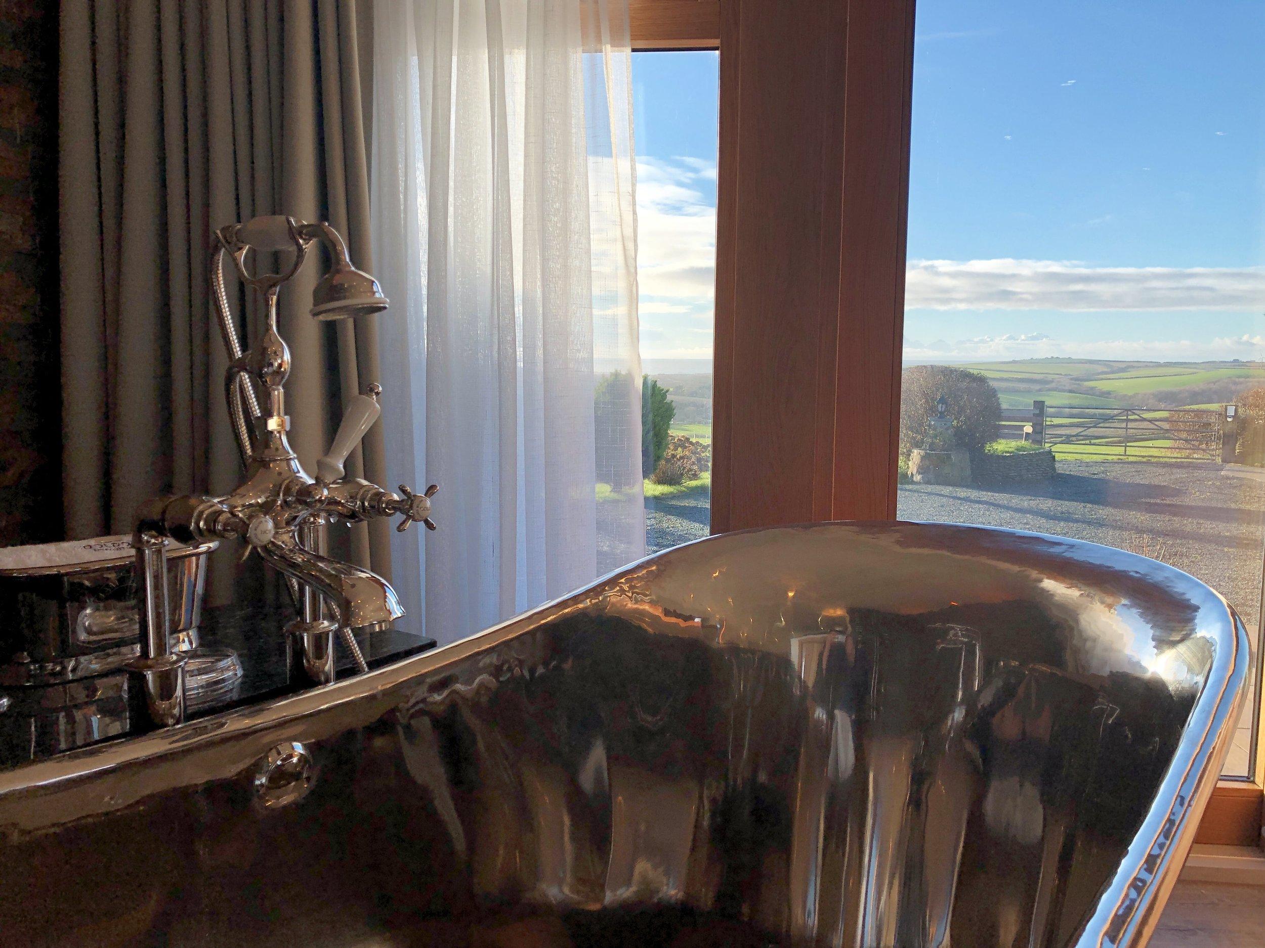 Copper air-spa bath with sea view