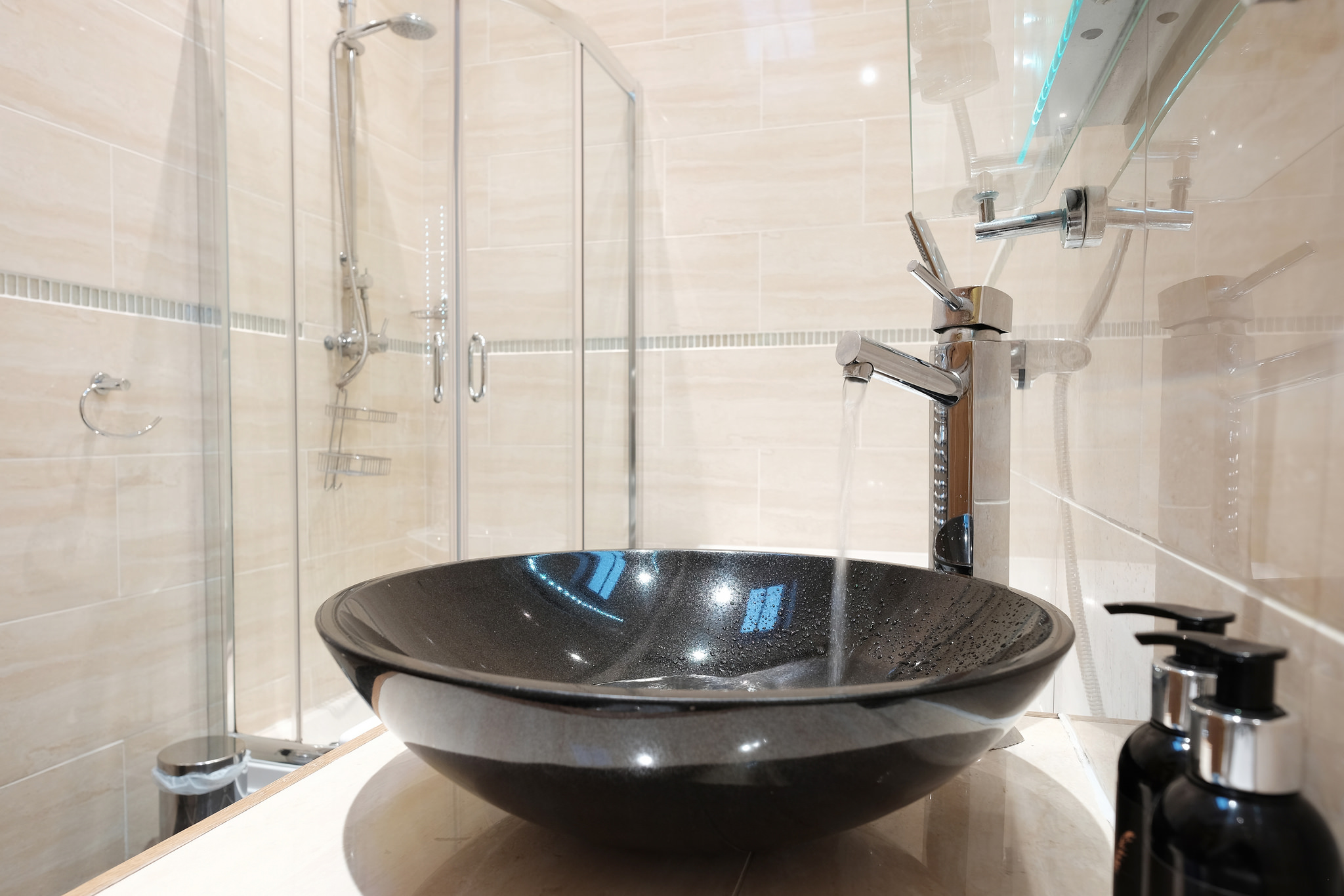 Round black hand basin in the bathroom