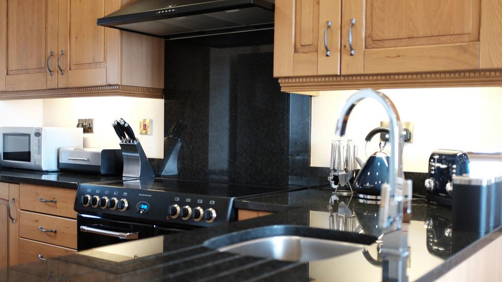 Kitchen with Rangemaster cooker and granite worktops