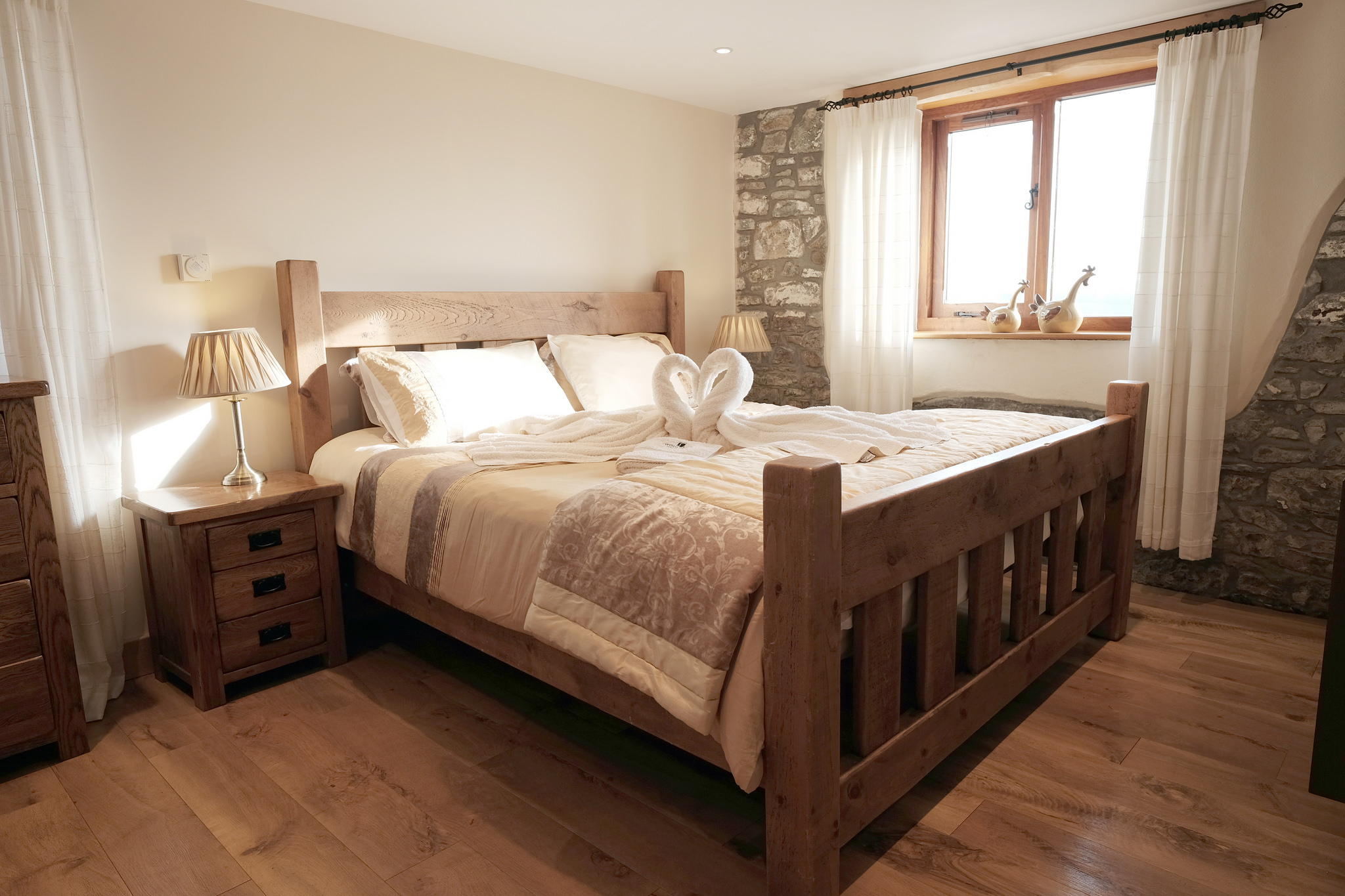 Super king-size Canadian Pine plank bed
