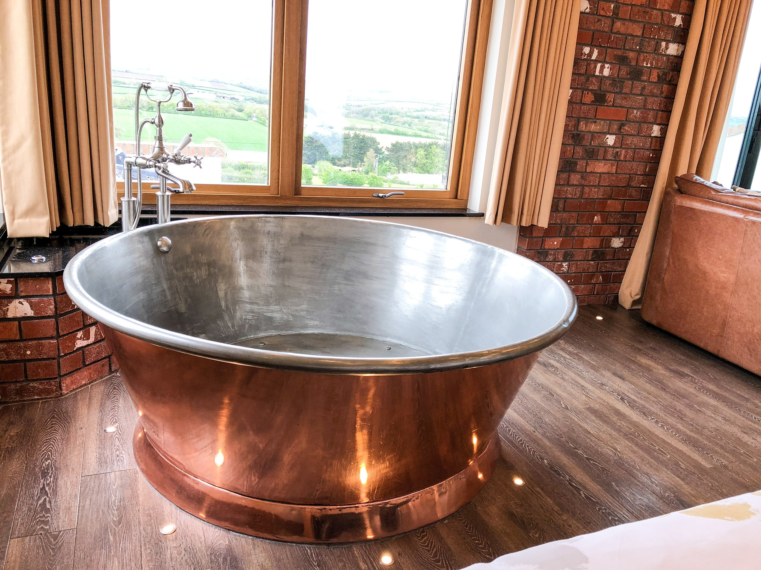 Large round copper spa bath, perfect for two!