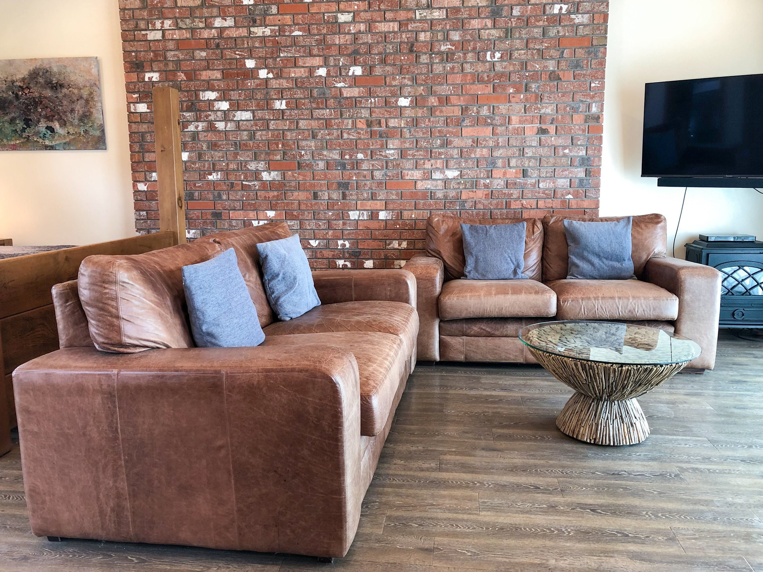 Living area with cosy leather sofas