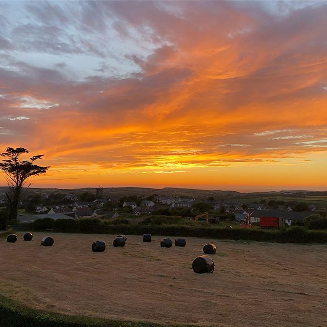 Tonight's stunning sunset @wooldown . #wooldown #cornishsunset #visitbude #cornwall