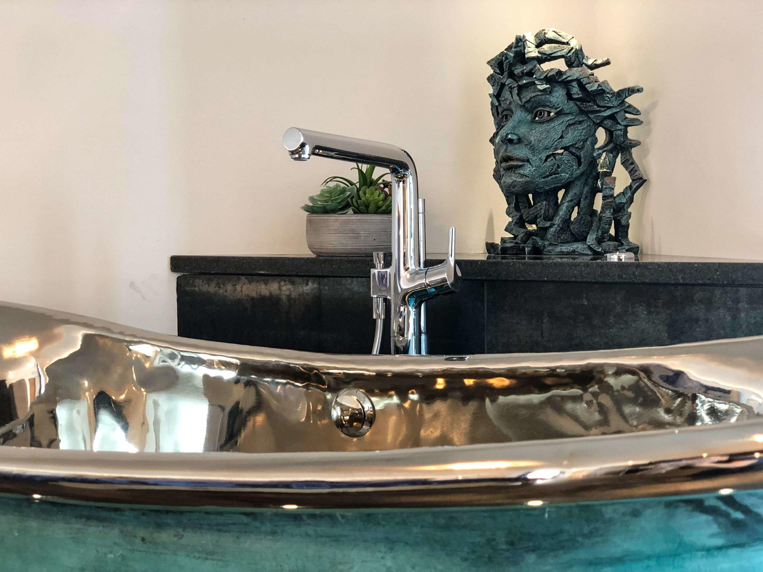Nickel interior bath tub and filler tap