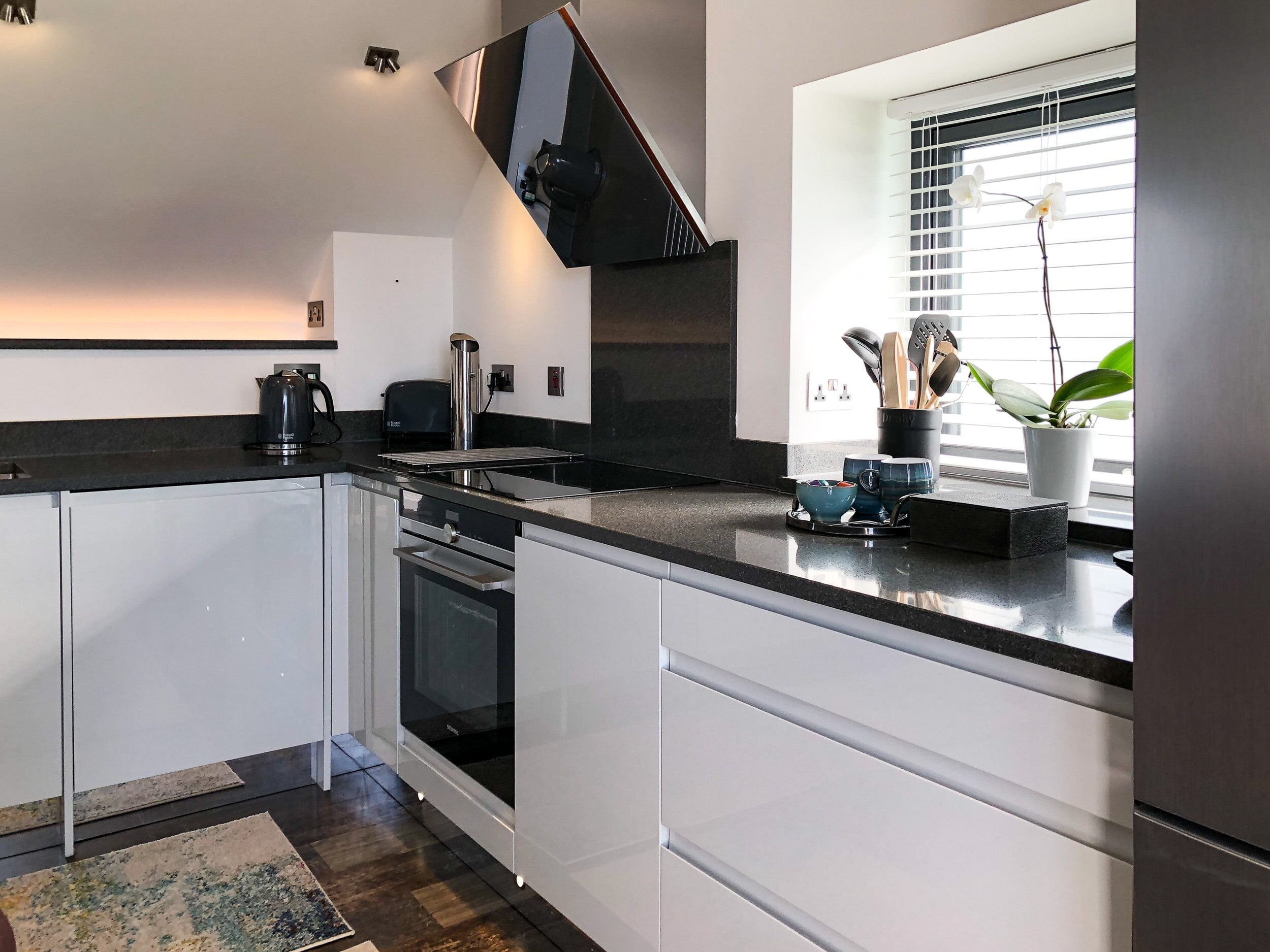 Fully equipped kitchen with stone worktops and LED lighting