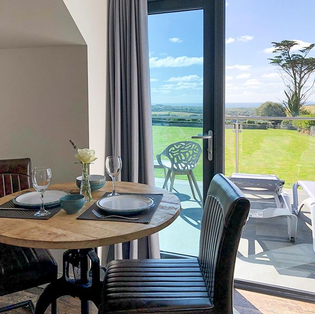 Skyfall is the perfect spot to enjoy this sunny weekend with Cornish countryside & sea views. Bit of a change from a couple of days ago! ☀️ . . . #wooldown #weekendbreaks #cornwalllife #cornwallliving @visit_bude @lovecornwalluk
