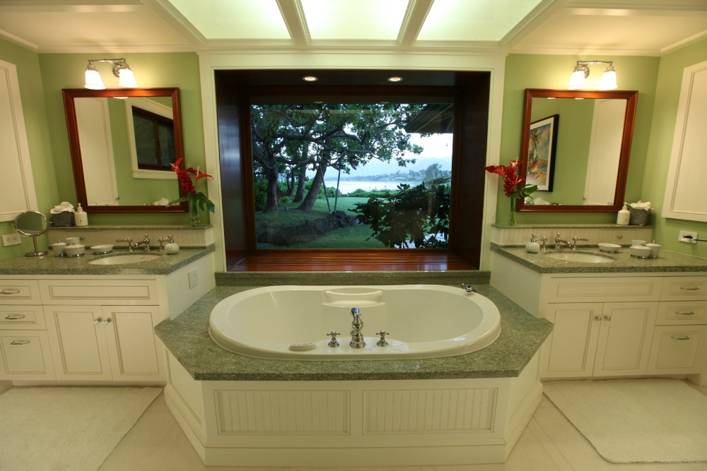 Master-Bath-Luxury-Hawaiian-Rental-.jpg