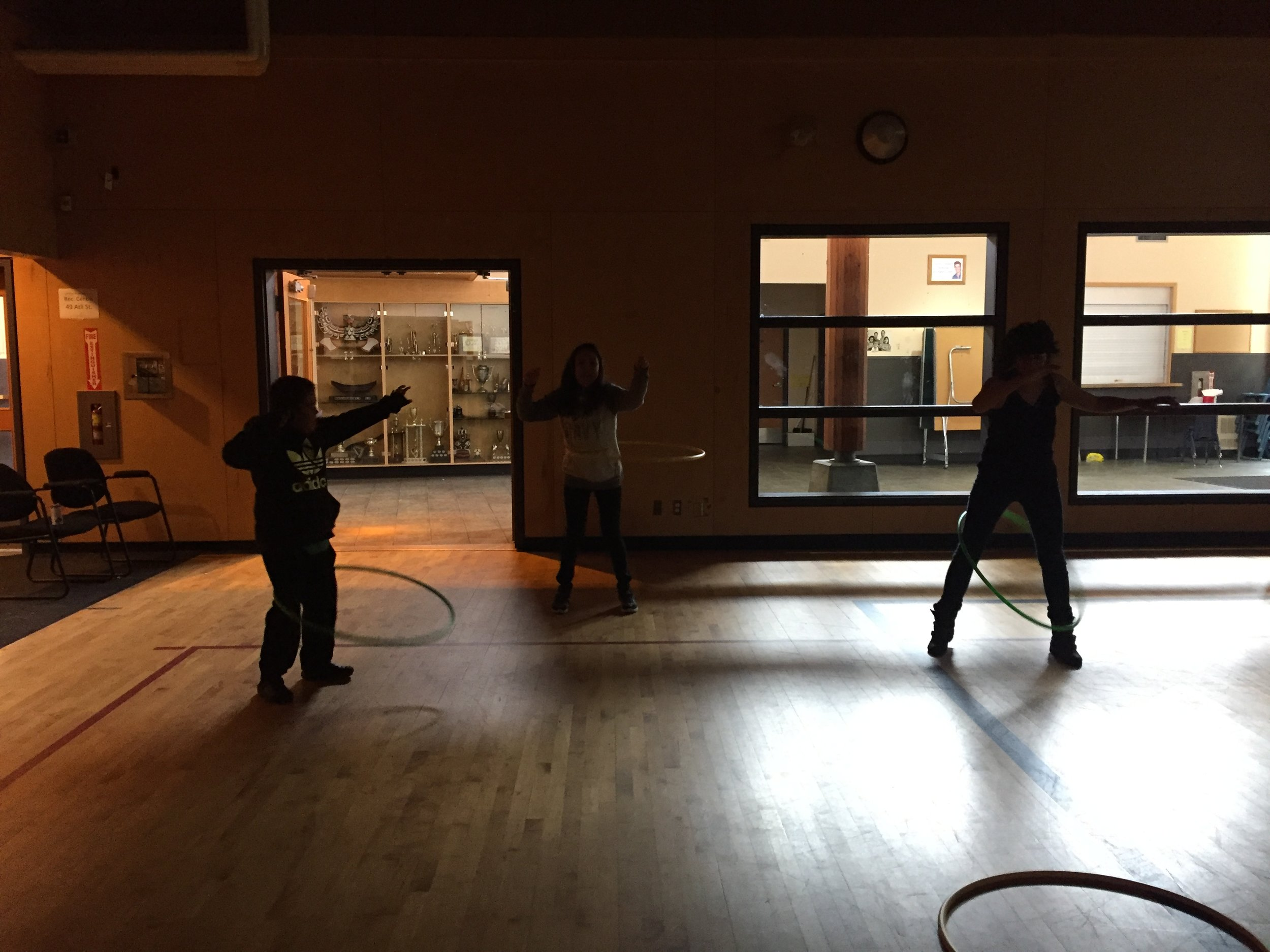 A little hula hoop before the show with Hannah, Luke and Sebnem!