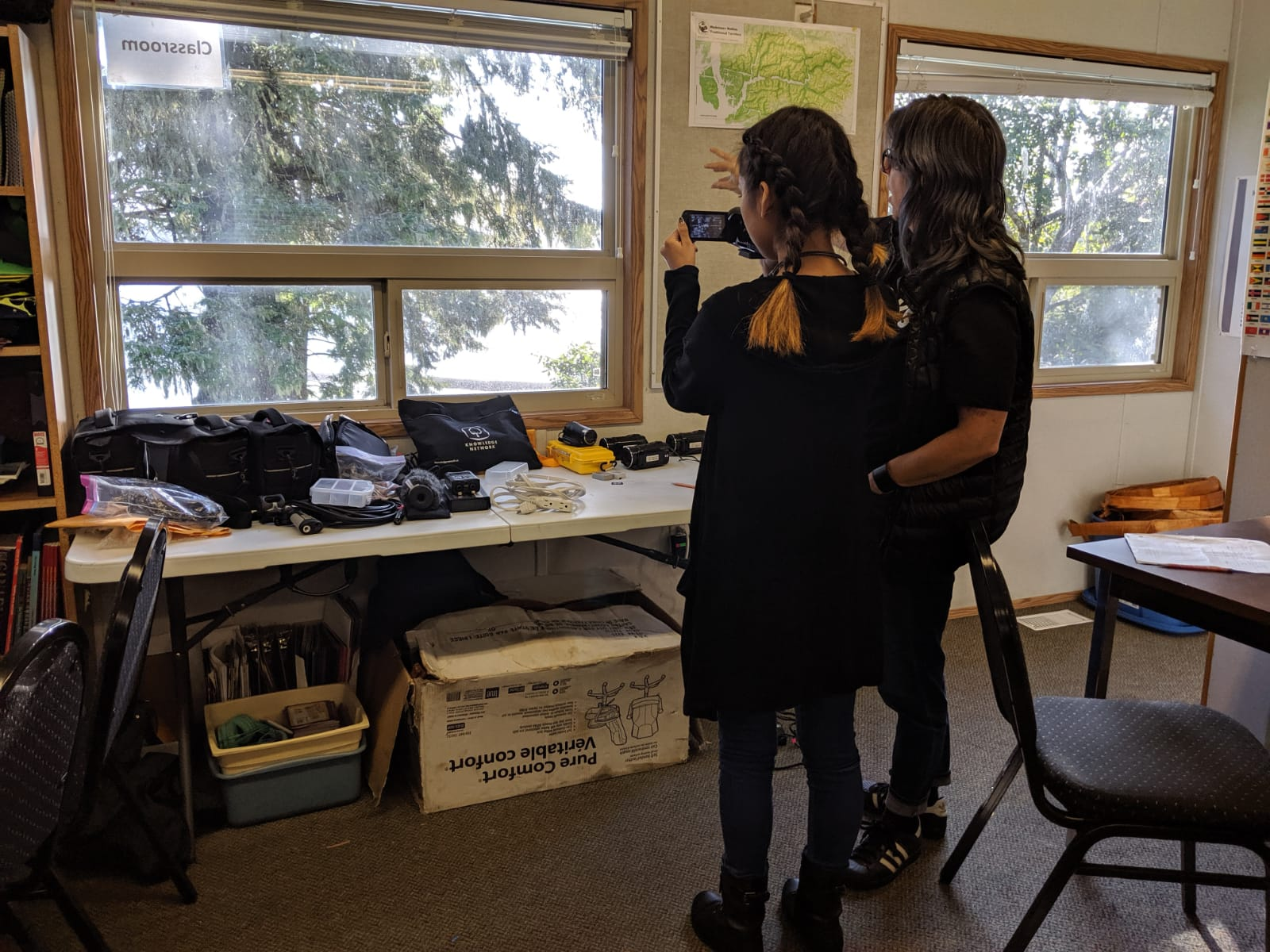 Lisa shows Shandi the vixia camera