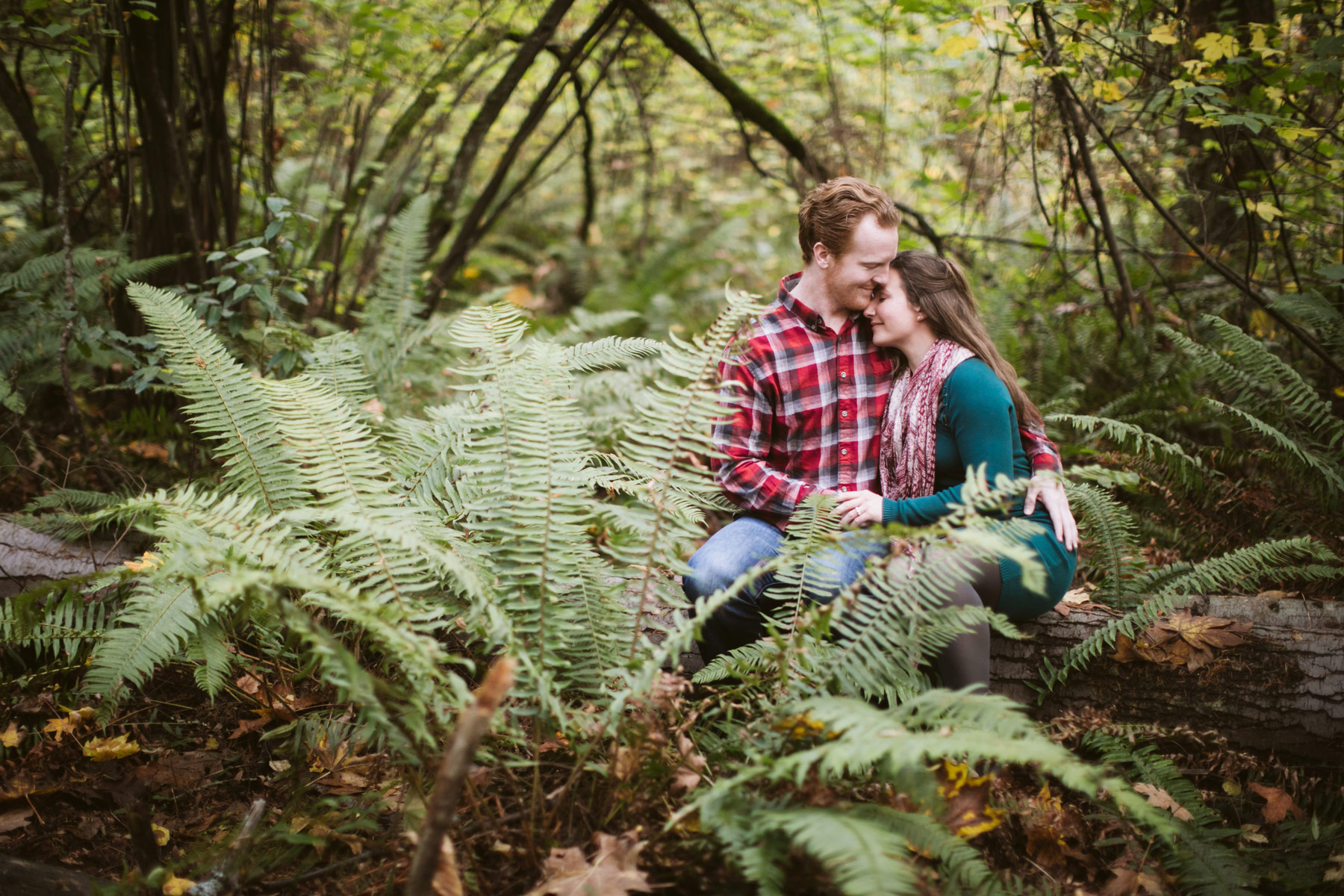 Seattle-Proposal-Engagement-Pictures-ferns.jpg