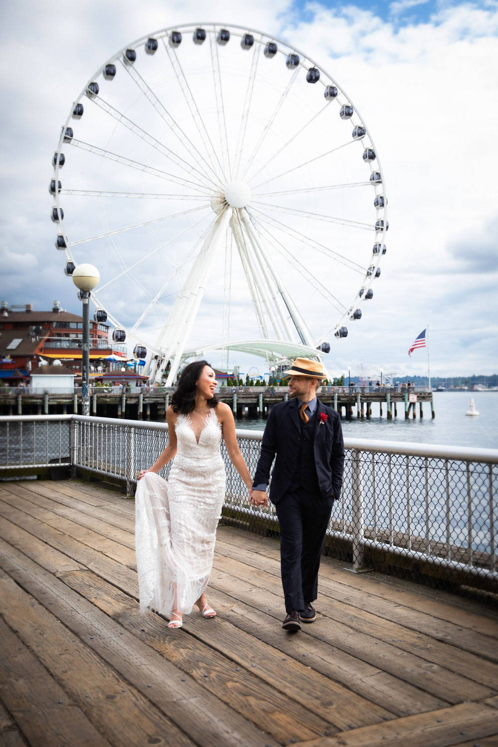 Seattle-Aquarium-Wedding-Waterfront-Photo.jpg