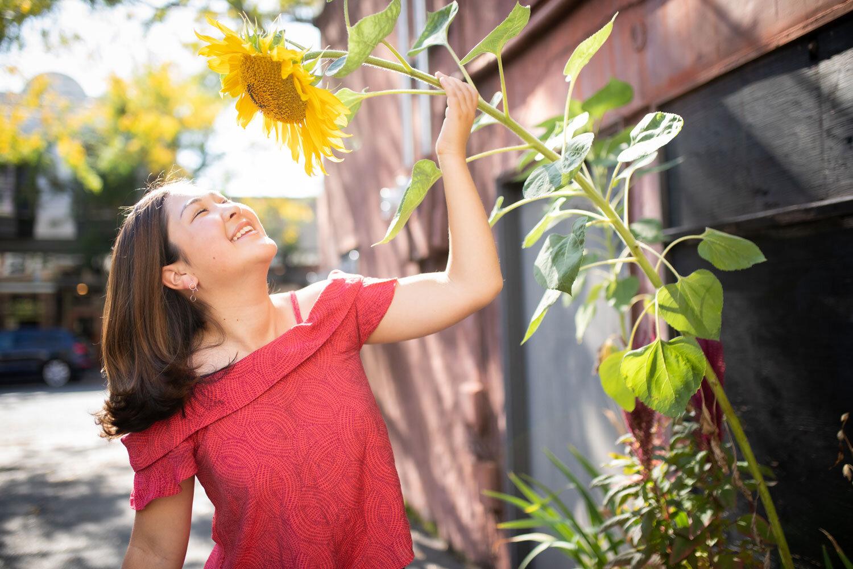 Seattle-High-School-Senior-Photographer-Sunflower.jpg