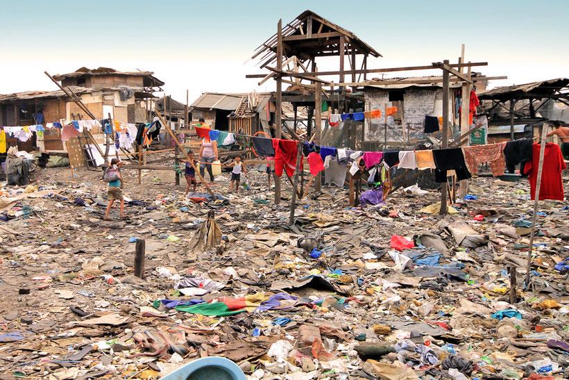 smokey-mountain-the-slums-of-manila-philippines-sabrina-iovino-justonewayticket-com (1).jpg